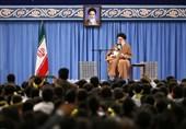 امام خامنهای در دیدار دانشآموزان: یکی از راههای بستن نفوذ آمریکا، منع مذاکره است/ آمریکا ضعیفتر و درعینحال وحشیتر شده است