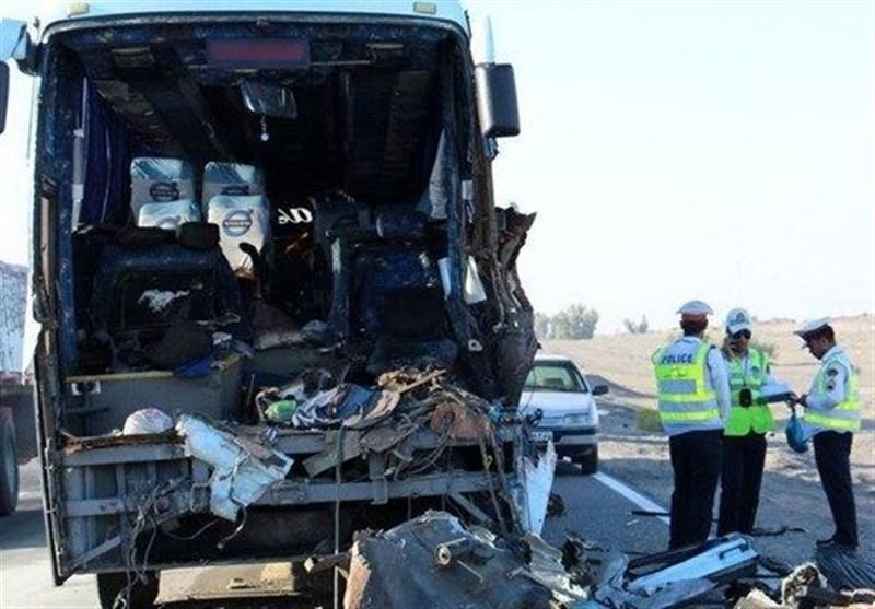 بوشهر| تصادف اتوبوس با خودرو تیبا در محور دشتی 3 کشته و یک نفر مصدوم برجای گذاشت