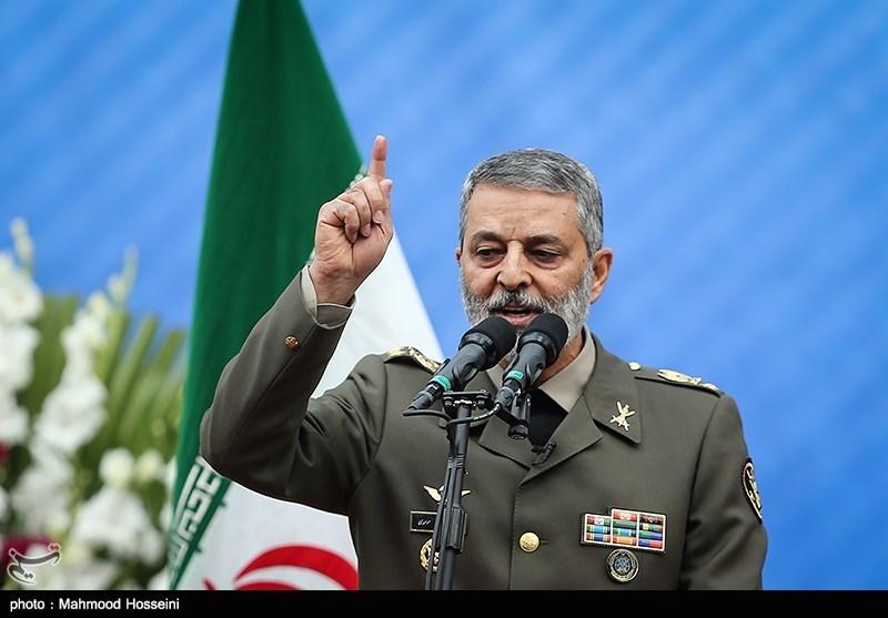 فرمانده ارتش: زانوزدن در برابر دشمن دستاوردی برای مردم نخواهد داشت/ ایران برای پاسخ به فشارها اراده و اجماعِ لازم را دارد
