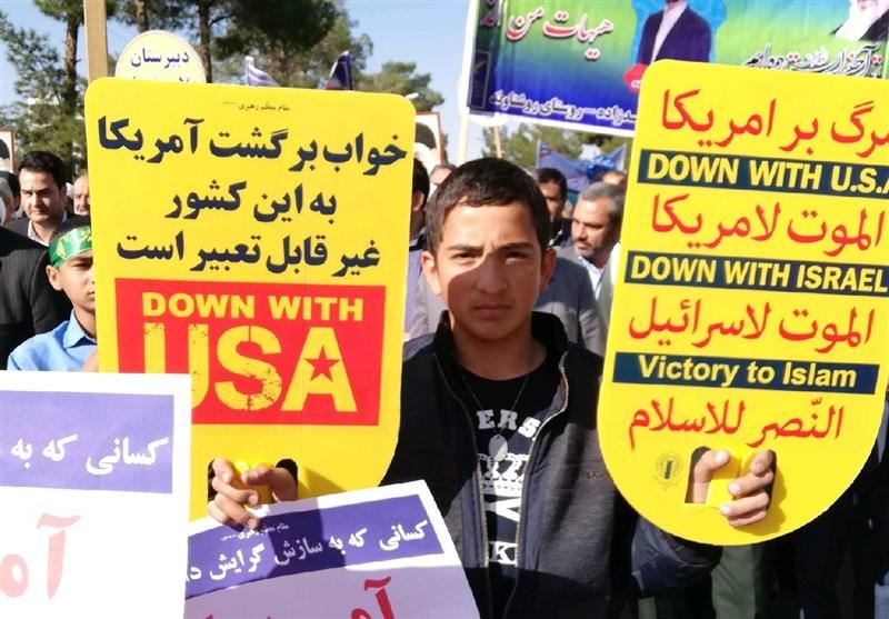 حضور پرشور دانشآموزان خراسان جنوبی در راهپیمایی 13 آبان مشتی محکم بر دهان ترامپ بود