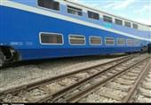 حادثه قطار مسافربری زاهدان - کرمان هیچ خسارت جانی و مالی نداشت؛ منتظر جرثقیل هستیم