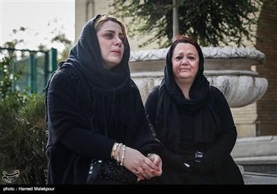 مژگان عظيمی در مراسم تشییع پیکر زندهیاد بیژن علیمحمدی