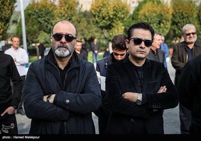 افشین زینوری و منوچهر زندهدل در مراسم تشییع پیکر زندهیاد بیژن علیمحمدی