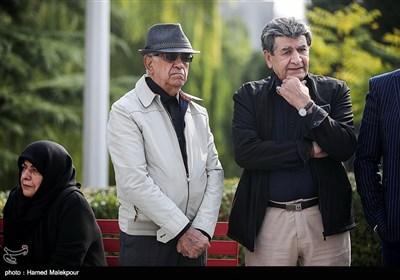 منوچهر والیزاده و ابوالحسن تهامینژاد در مراسم تشییع پیکر زندهیاد بیژن علیمحمدی