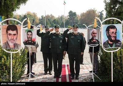 ادای احترام سرلشکر حسین سلامی فرمانده کل سپاه پاسداران انقلاب اسلامی به شهدا