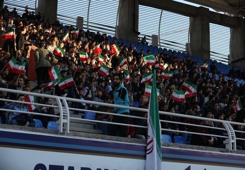 مشهدیها در ورزشگاه امام رضا(ع) سرود قهرمانی سر دادند