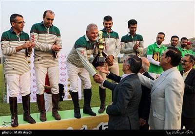 اهدای جام قهرمانی به تیم چوگان تهران