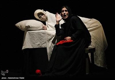 نمایش شنل قرمزی از ایتالیا به کارگردانی لوانا جرامگنا