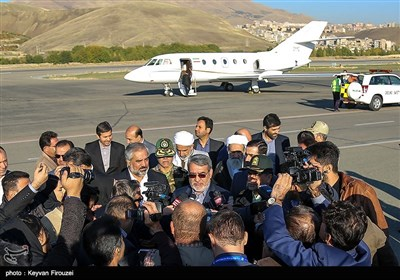 وزیر کشور در سفر به استان کردستان ضمن گفتگو با مردم استان، ارزیابی روند پیشرفت طرح های توسعهای، اقتصادی و اجتماعی، با فعالان اقتصادی و مدیران بخشهای مختلف این استان دیدار خواهد کرد.