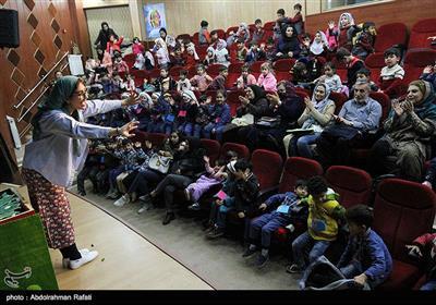 درحاشیه بیست و ششمین جشنواره بین المللی تئاتر کودک و نوجوان همدان