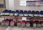 اهدا بستههای لوازمالتحریر به دانش آموزان نیازمندگناباد + فیلم