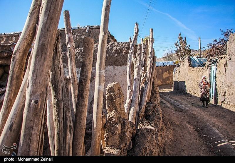 کمکهای مردمی بر حسب نیاز در مناطق زلزلهزده کرمانشاه همچنان توزیع میشود