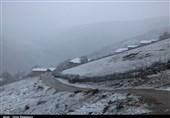 بارش برف و مسدودی محور ساری - سمنان؛ احتمال تعطیلی مدارس کوهپایهای مازندران