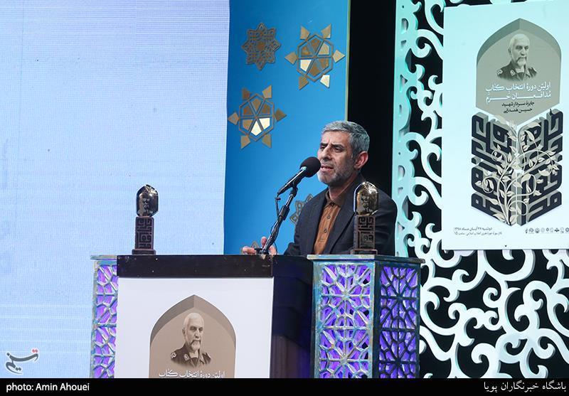 حسام:گنج دفاع مقدس به مدد شاعران و نویسندگان آمد/ برگزاری دوسالانه جایزه