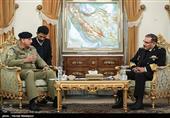 شمخانی یستقبل قائد الجیش الباکستانی+صور