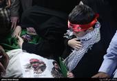 مداحی جانسوز فرزند خردسال شهید اغتشاشات تهران بر بالای پیکر پدر+فیلم