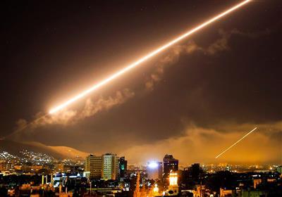 الدفاعات الجویة السوریة تتصدى لعدوان صهیونی بالصواریخ وتدمر معظمها