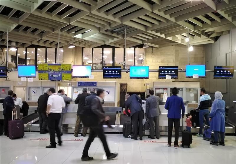 مانیتور کانترهای پذیرش فرودگاه مهرآباد از کار افتاد/اطلاعرسانی با کاغذ A4+عکس