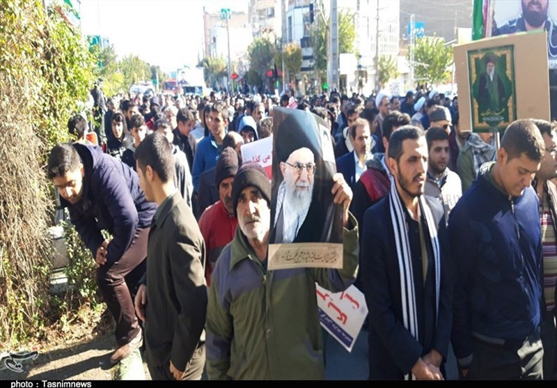 حضور حماسی مردم شهرستان رباطکریم در راهپیمایی علیه اغتشاشگران / مردم هنجارشکنیها را محکوم کردند + تصاویر
