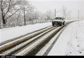 بارش برف در برخی محورهای چهارمحال و بختیاری/ تمامی محورها باز است