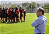 صادقیان: با کارهای دنیزلی بازیکنان تراکتور پست بازیشان را فراموش کرده بودند/ سرمربی بعدی تیم جوان است