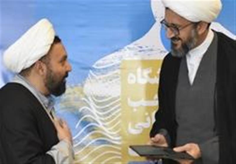 """دومین نمایشگاه """"کتب منتخب علوم انسانی اسلامی"""" در قالب 300 عنوان کتاب افتتاح شد"""