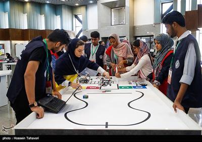 تیم های شرکت کننده از مدارس بین المللی سفارت های پاکستان ، هندوستان ، مجارستان و مدارس بین المللی قم و مدرسه نیم روز ( دانش آموزان ناشنوا ) و از کشورهایی همچون استرالیا، آذربایجان، انگلیس، کرواسی، فرانسه، یونان، هندوستان، ژاپن، پاکستان، رومانی، تانزانیا، اوکراین، آمریکا و یک تیم از ایران بودند.
