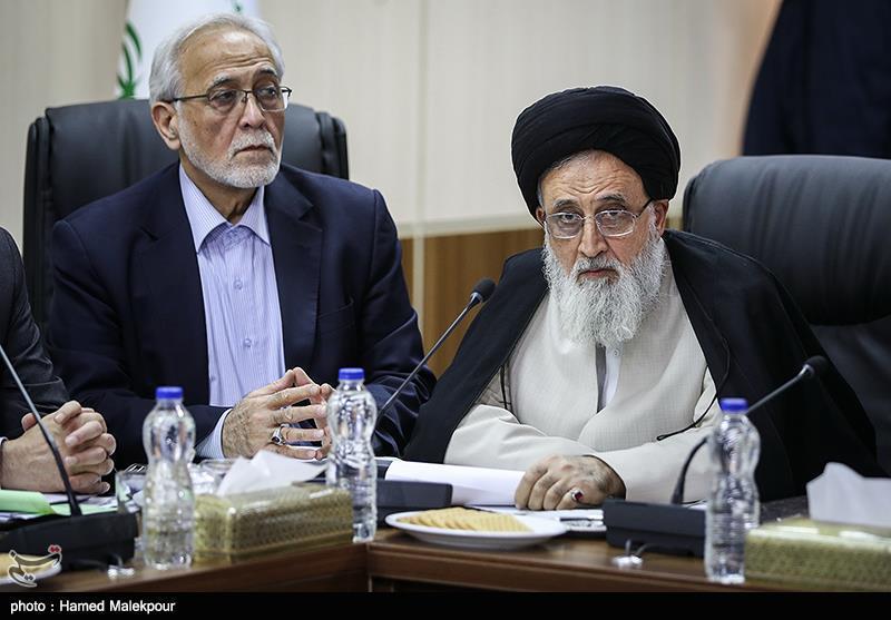 آیتالله سیدمحمدرضا مدرسی یزدی و پرویز داوودی در جلسه مجمع تشخیص مصلحت نظام
