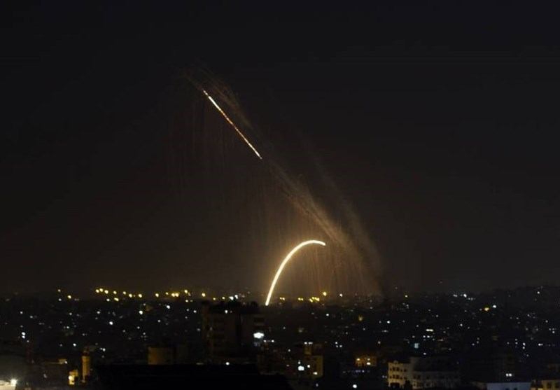 زخمی شدن دهها فلسطینی در کرانه باختری/اسرائیل مدعی شلیک موشک از سمت غزه شد