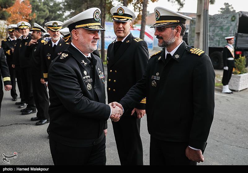 ورود امیر دریادار حسین خانزادی فرمانده نیروی دریایی ارتش به مراسم افتتاح نمایشگاه دستاوردهای جهاد خودکفایی نداجا
