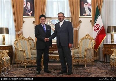 شمخاني يستقبل وزير الخارجية العماني