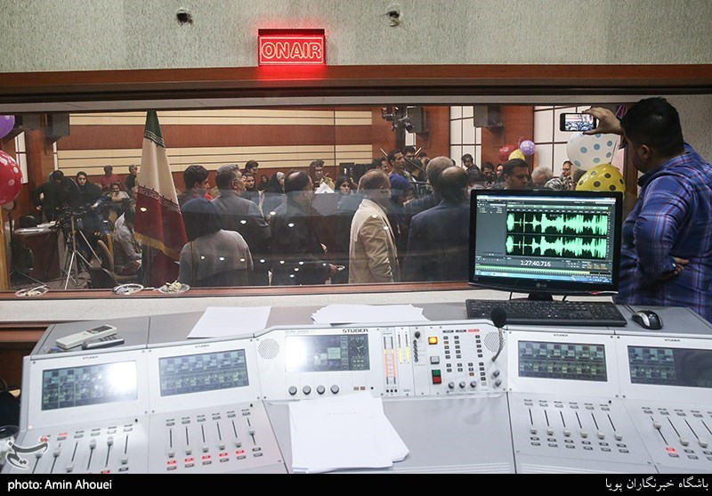 بزرگان رادیو در دورهمی یلدایی صداوسیما/ منع شغل دوم برای رادیوییها برداشته شد