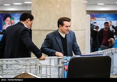 حضور ارسلان فتحیپور در وزارت کشور برای ثبتنام در یازدهمین دوره انتخابات مجلس شورای اسلامی