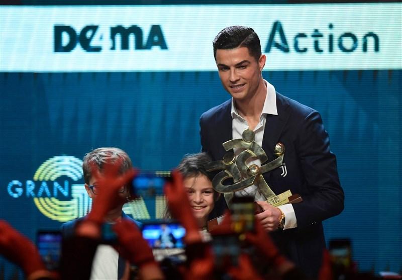 اقدام عجیب رونالدو در مراسم اهدای جوایز بهترینهای سری A + عکس