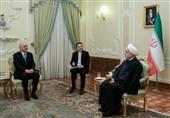 روحانی: ایران اجرای طرحهای مشترک استخراج نفت در دریای خزر را پیگیری میکند