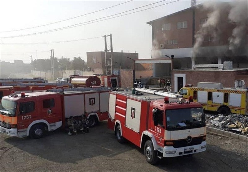 آتشسوزی گسترده در سوله 5 هزار متری + فیلم و تصاویر