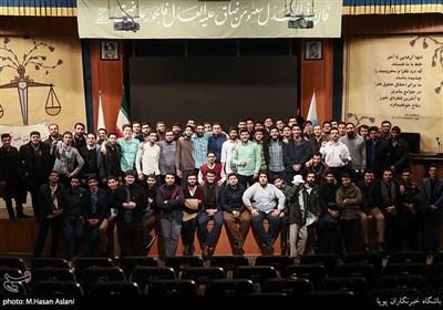 عکس دست جمعی اعضای بسیج دانشجویی در گرامیداشت روز دانشجو در دانشگاه تهران