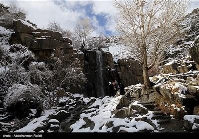 طبیعت برفی آبشار گنجنامه همدان