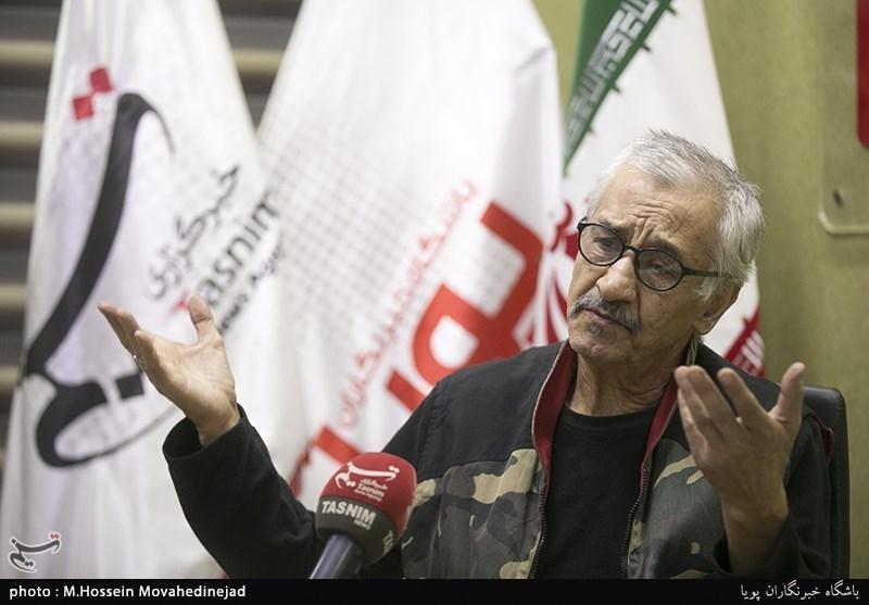 اکبر سنگی: با اعتقاد در قلادههای طلا بازی کردم/ آقای رئیس جمهور به جای وام بیکاری از فیلمهای ارزشی حمایت کنید + فیلم