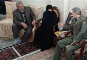 دیدار وزیر دفاع با امالشهدا جنیدی؛ مادر 4 شهید دفاع مقدس از مسئولان گلایه کرد