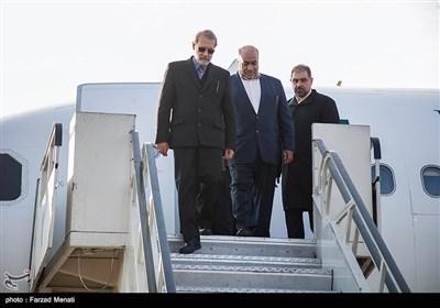 علی لاریجانی رئیس مجلس شورای اسلامی از طریق فرودگاه شهید اشرفی وارد کرمانشاه شدند.