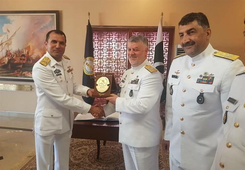 دریادار حسین خانزادی از مراکز آموزشی و تحقیقاتی نیروی دریایی پاکستان بازدید کرد