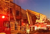 آتشسوزی گسترده انبار لباس در همسایگی پلاسکو