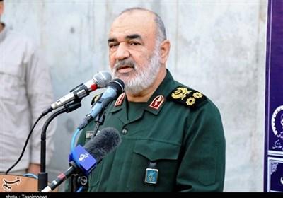 سرلشکر سلامی خطاب به آمریکا، اسرائیل، انگلیس و دشمنان منطقهای ایران: اگر دست از فتنه برندارید منافعتان را به آتش میکشیم