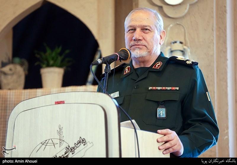 سرلشکر رحیمصفوی: آمریکاییها بدانند به زودی از منطقه اخراج خواهند شد / ایران شرایط برتر دفاعی را در منطقه دارد