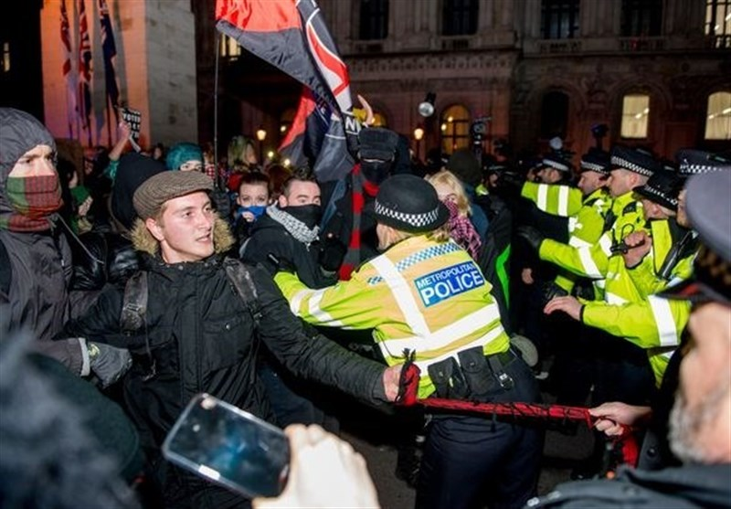 Angry Anti-Johnson Protesters Clash with Police in London (+Video)