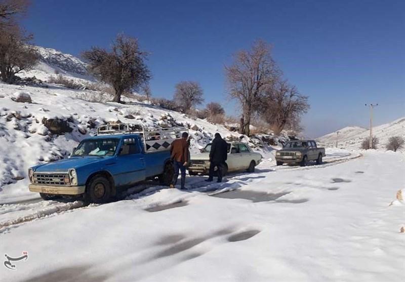 15 معلم بویراحمدی در برف گرفتار شدند+تصاویر