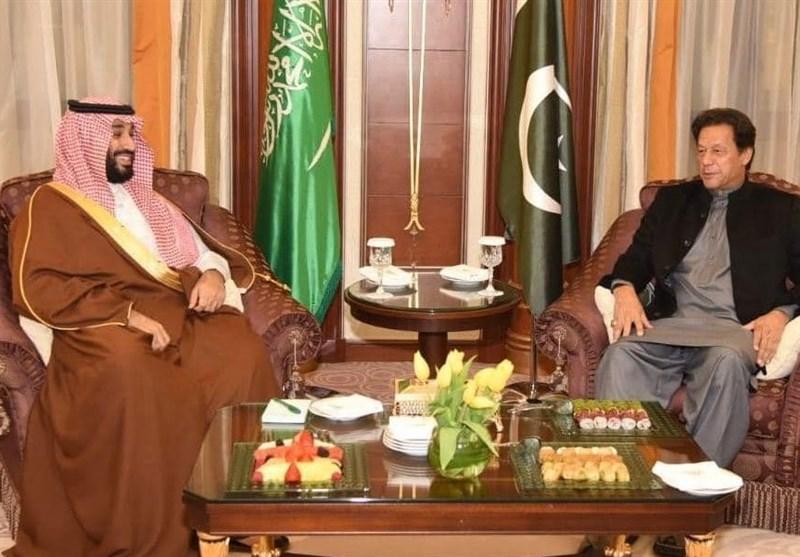 چهارمین سفر عمران خان به عربستان؛ از رانندگی بن سلمان تا تاکید بر مذاکره ریاض-تهران