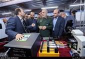 بازدید فرمانده سپاه از نمایشگاه پیشگامان گام دوم انقلاب