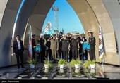 ادای احترام امیر سرتیپ امیر حاتمی وزیر دفاع به مقام شهدا